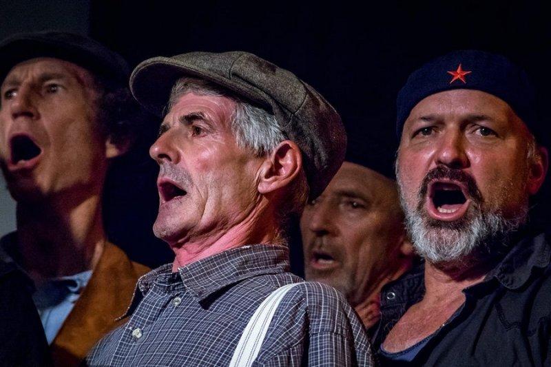 Австралийский хор Dustyeskу покорил пользователей Сети исполнением русских песен
