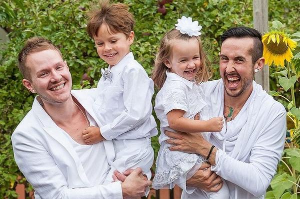 ВСША беременный трансгендер иего супруг ожидают первенца
