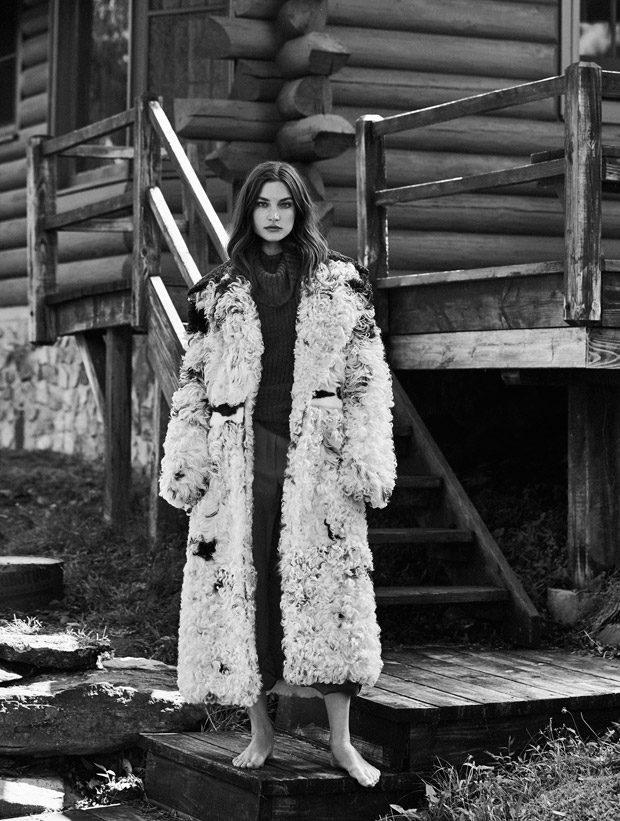 Jacquelyn Jablonski Stars in Vogue Latin America October 2016 Issue