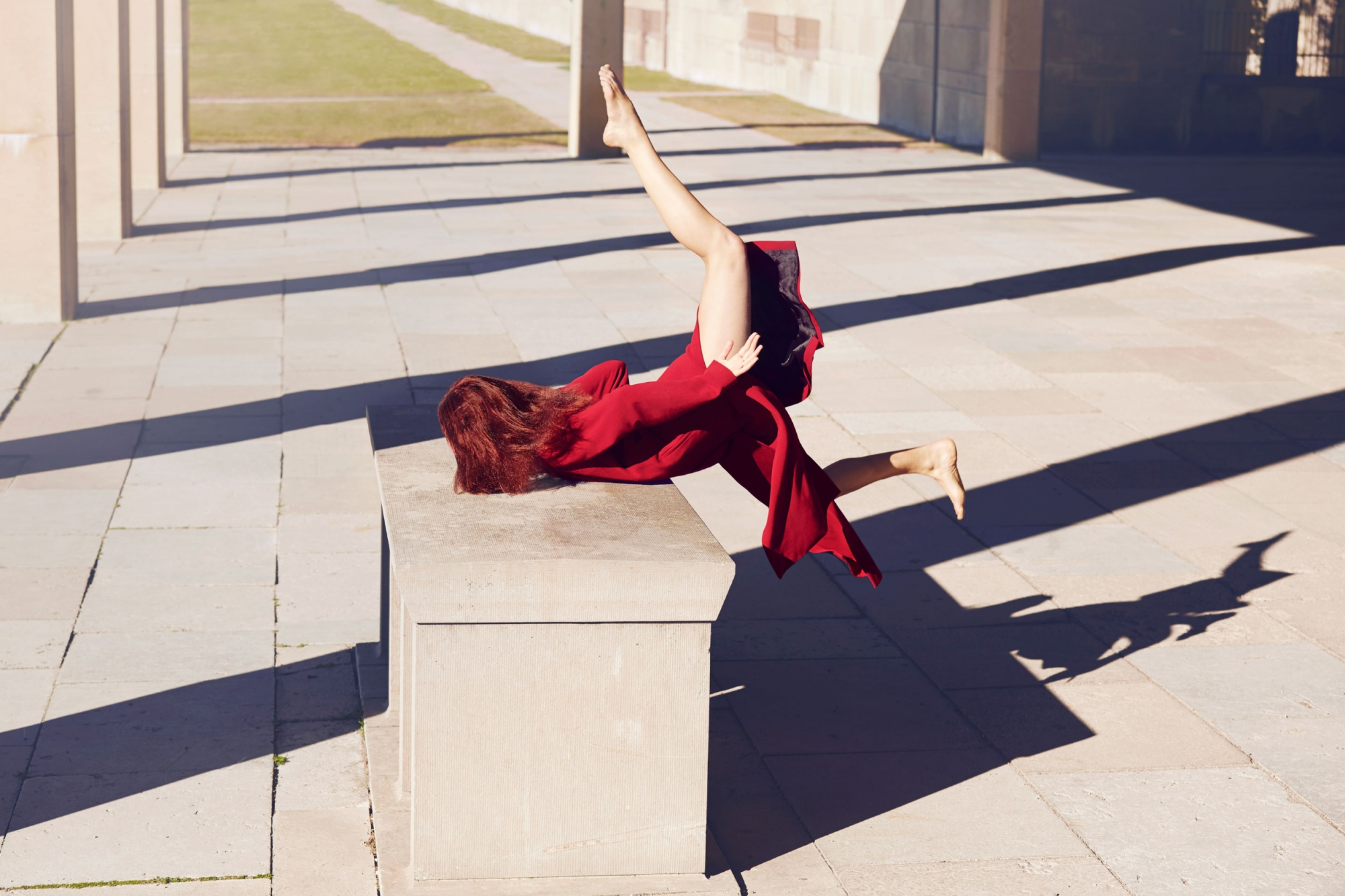 Impressive Fashion Portraits of Models Falling Down (5 pics)