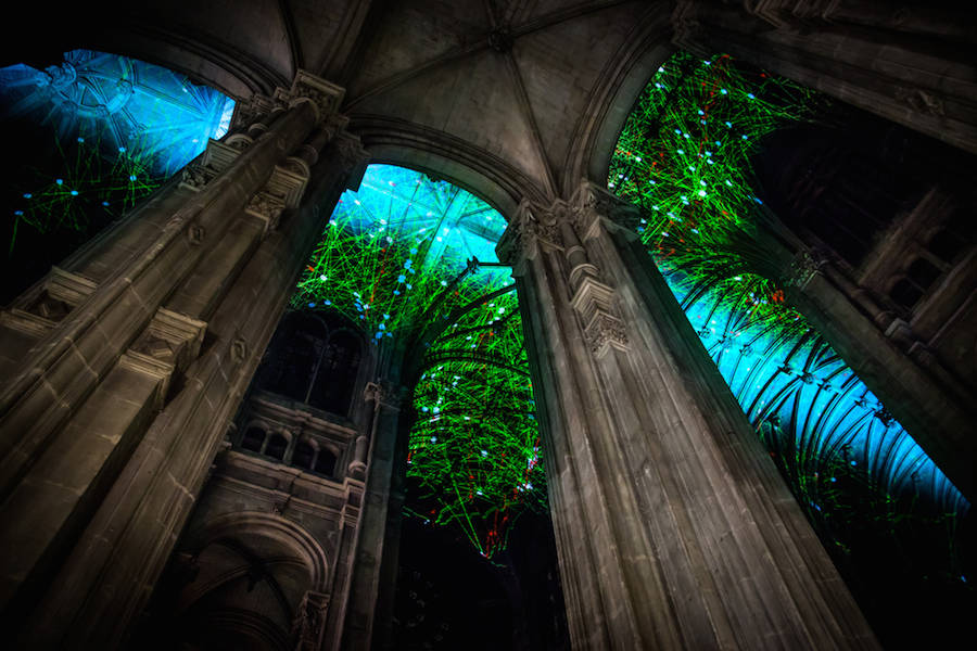 Virtual Reality Sky on a Church Ceiling in Paris (8 pics)