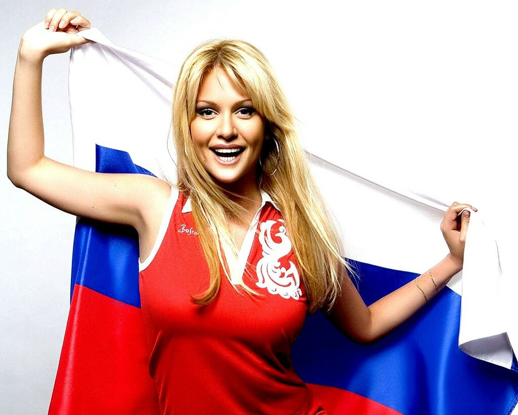 _____Victoria_Lopyreva_with_the_Russian_flag_083095_.jpg