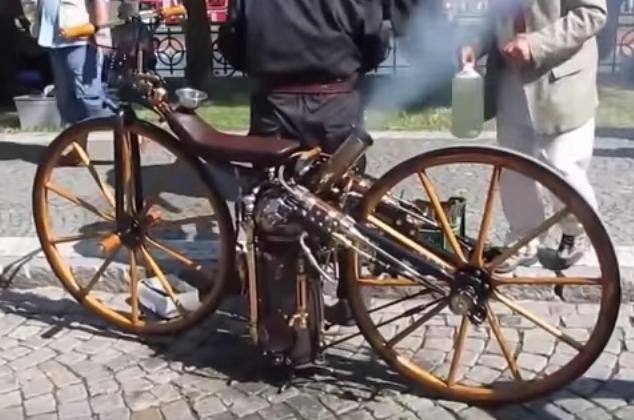 Мотоцикл с паровым двигателем (1869)