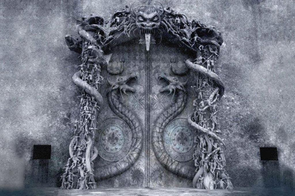 Ворота со змеями (нагами), охраняющими вход в сокровищницу / Фото: amazingbharat.com