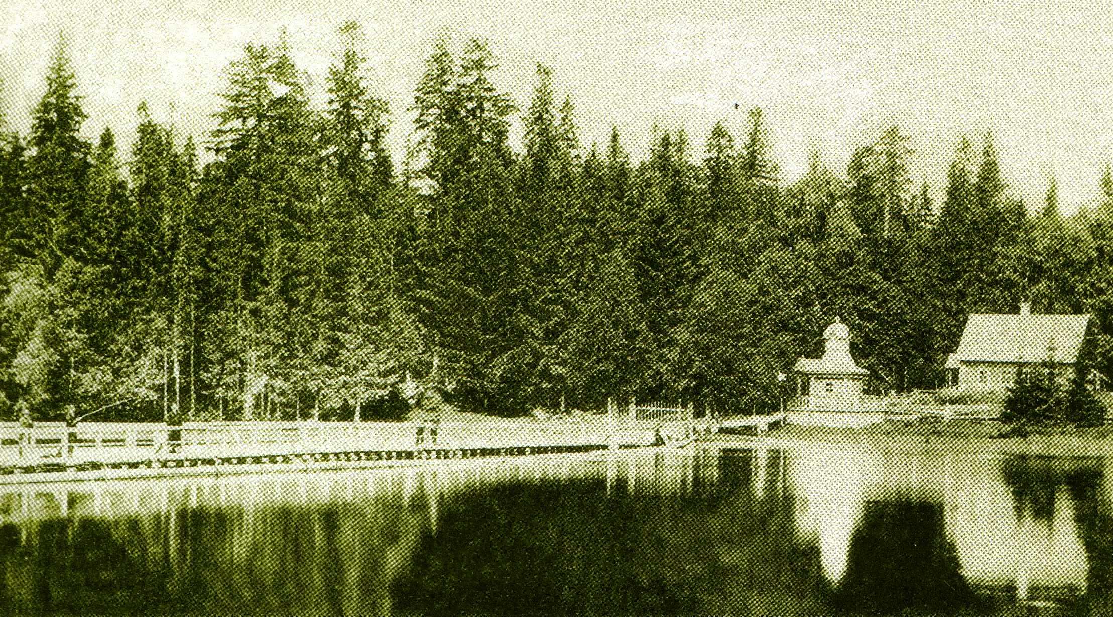Понтонный мост и часовня Иверского монастыря