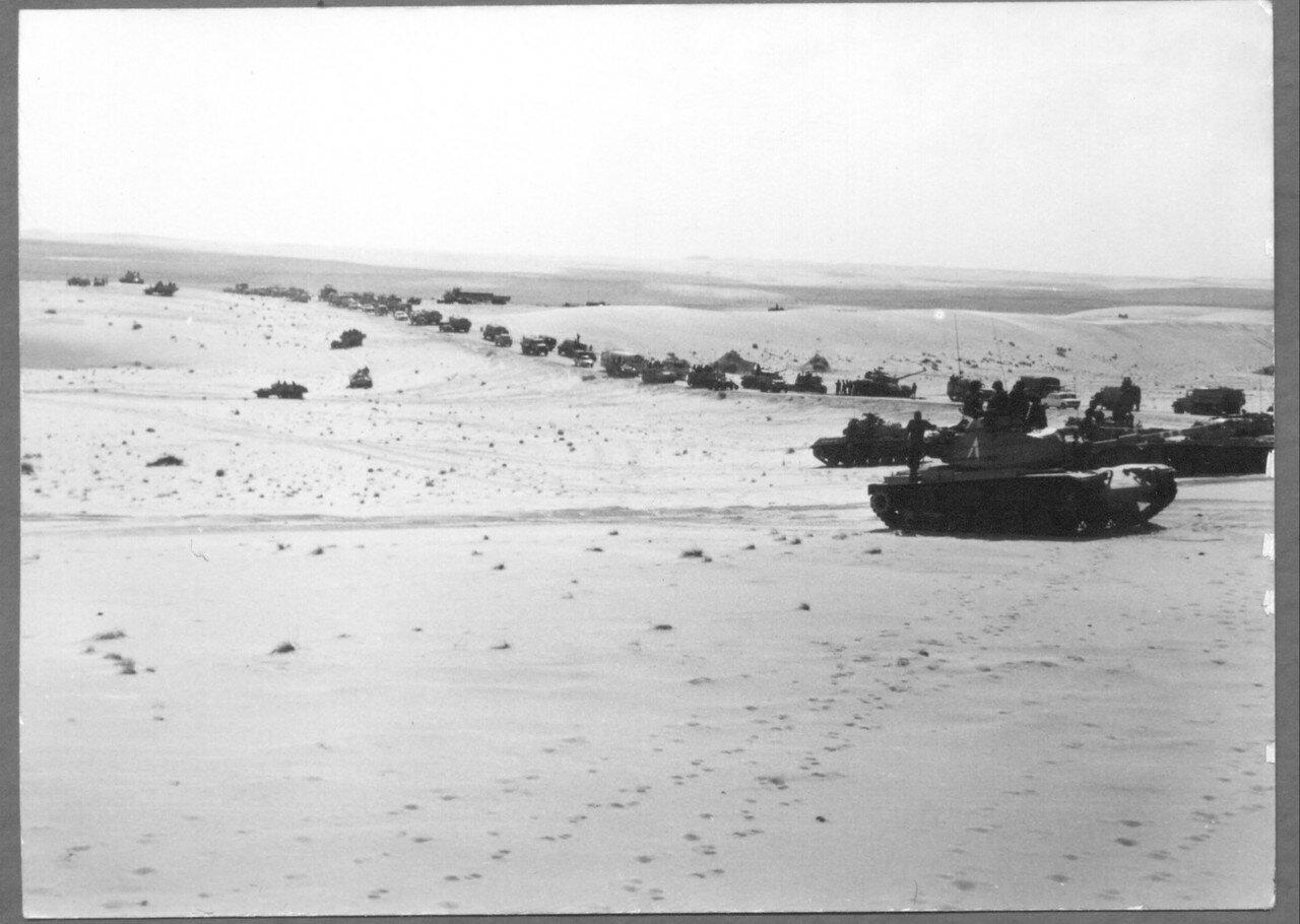 Израильская танки готовятся к сражению на Синае
