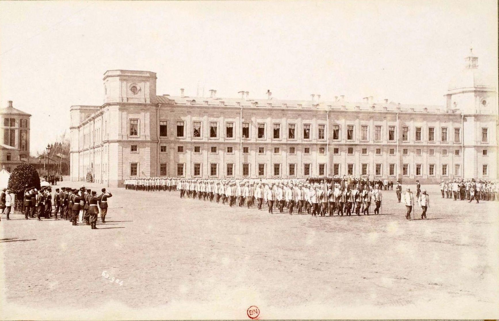 Гатчинский дворец. Лейб-гвардии Кирасирский е.и.в. Марии Федоровны полк на параде