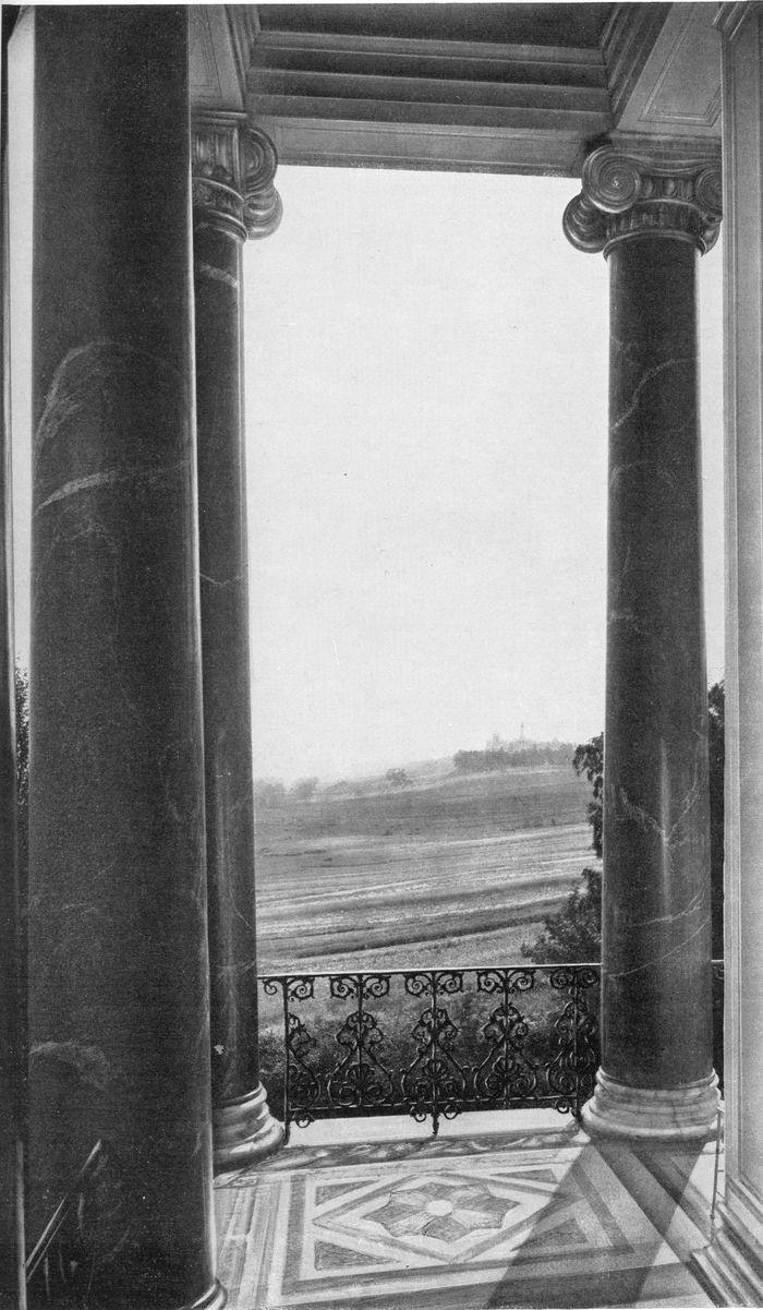 Вид Лугового парка с колоннады Бельведера