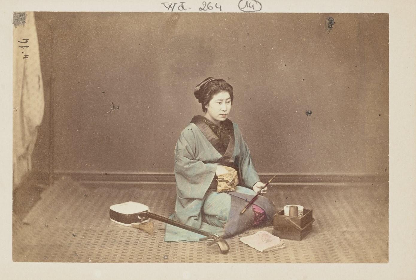 Молодая женщина с кисетом и трубкой