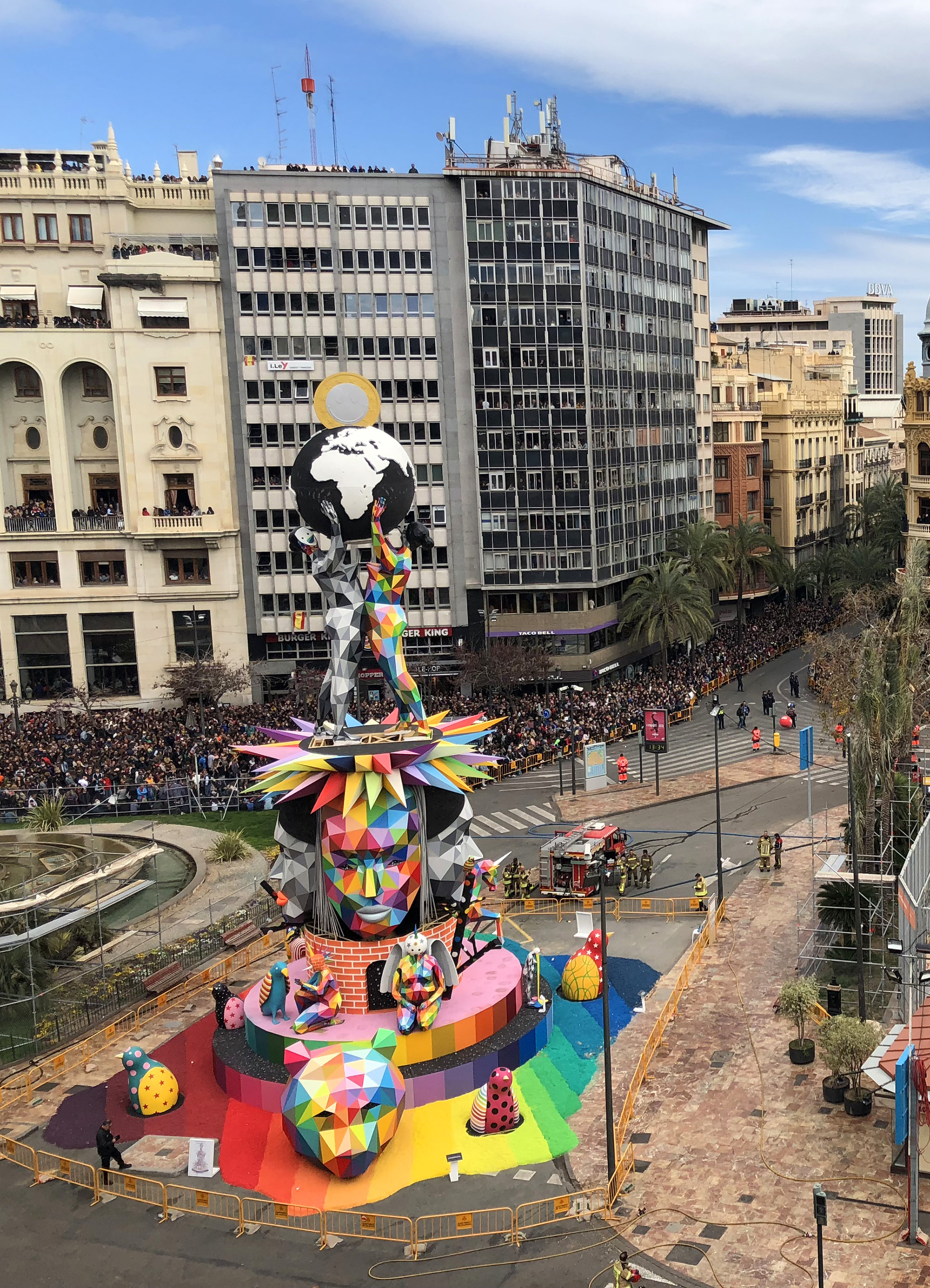 Artist Okuda San Miguel Sets an 82-Foot Sculpture Aflame for the Falles Festival in Valencia (5 pics)