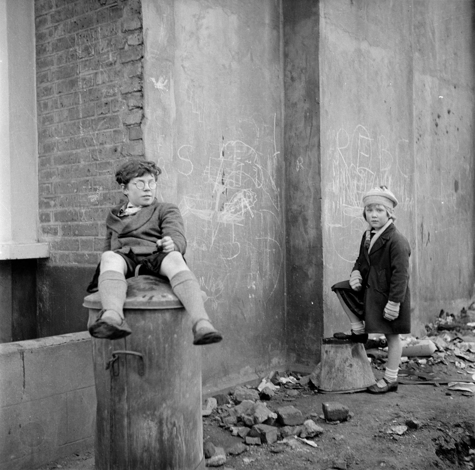 Питер Самуэльс с неизвестной девочкой. 1951.