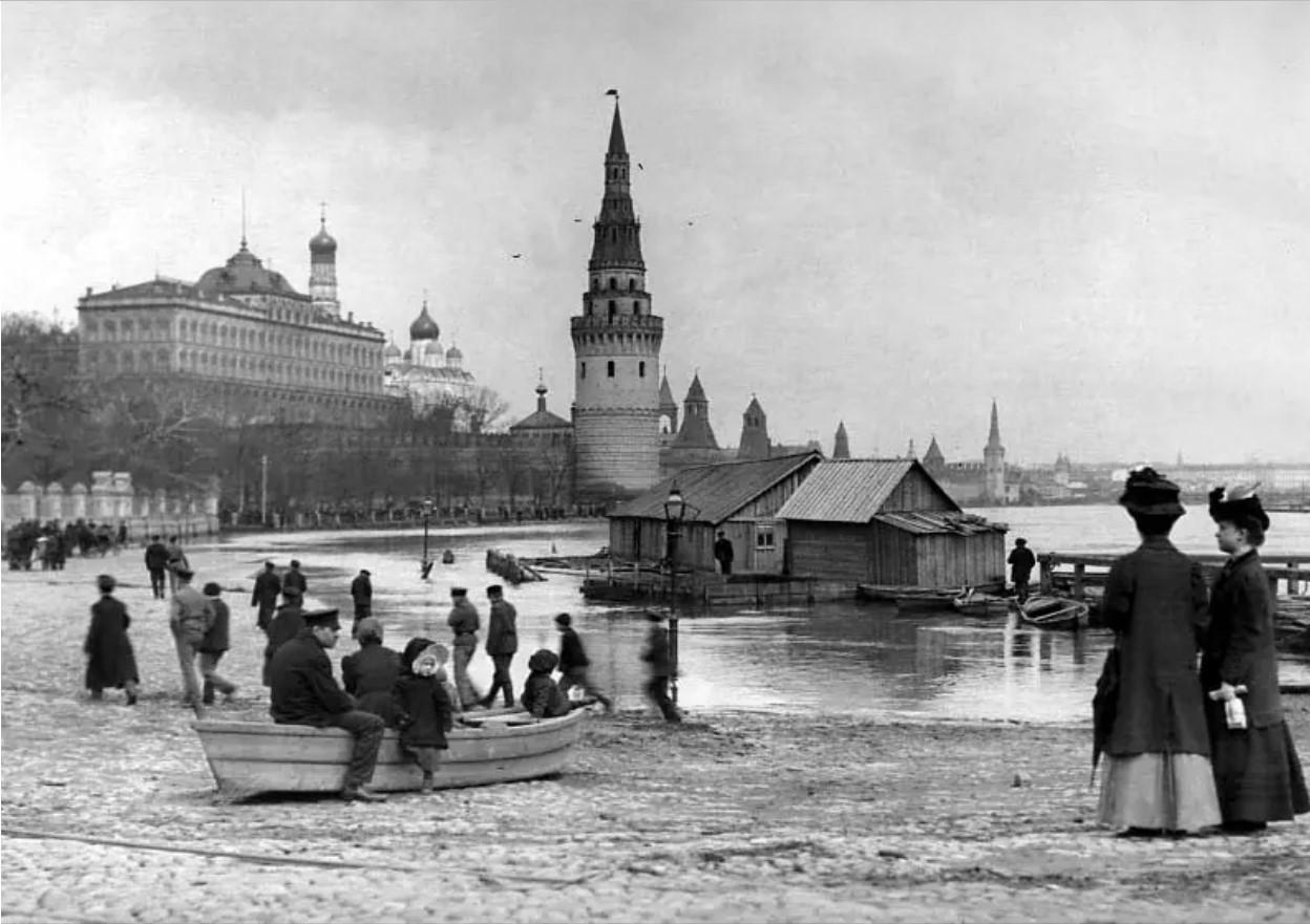 Кремлевская набережная. 1908
