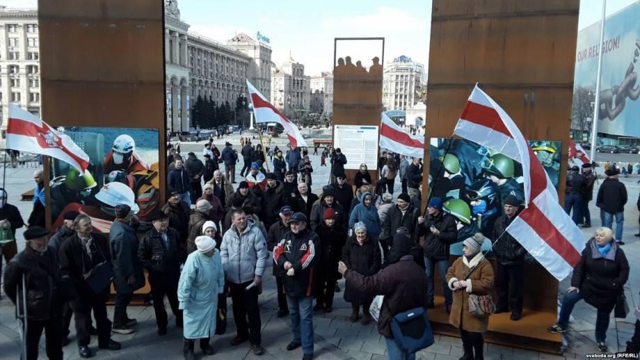 В Киеве украинцы поздравили белорусов с юбилеем БНР