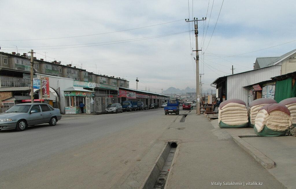 Мебельный рынок в Оше